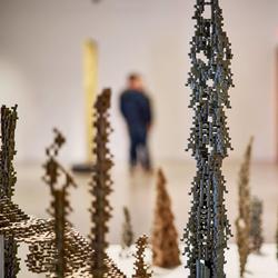 Le texte En dialogue présente la thématique commune des expositions présentées actuellement au Musée d'art de Joliette.